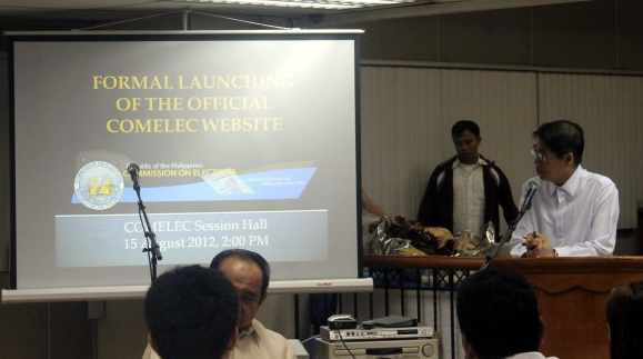 COMELEC Commisssioner Rene Sarmiento congratulates the Web Development Team.