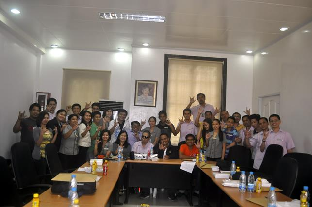 Batangas Capitol Staff pose their I-love-you sign.